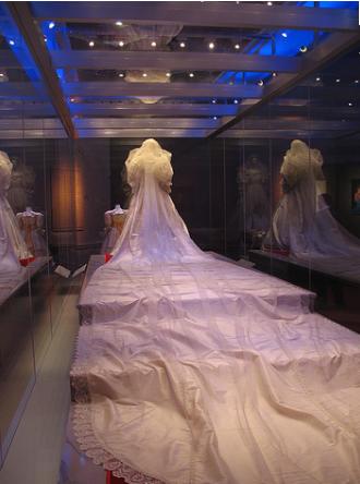 princess diana wedding gown. princess diana wedding dress.